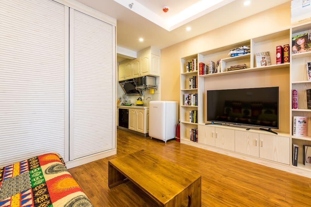 厨房以及客厅电视墙