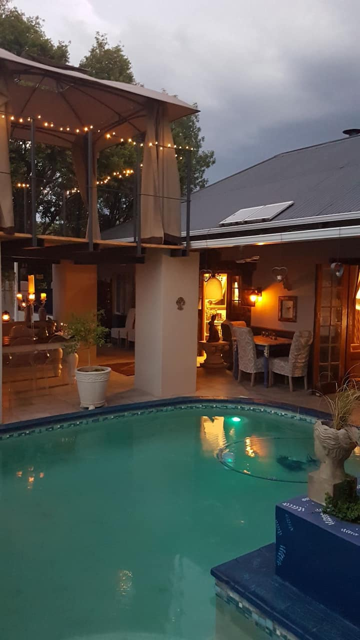 The Place B and B is in Parys with a River view
