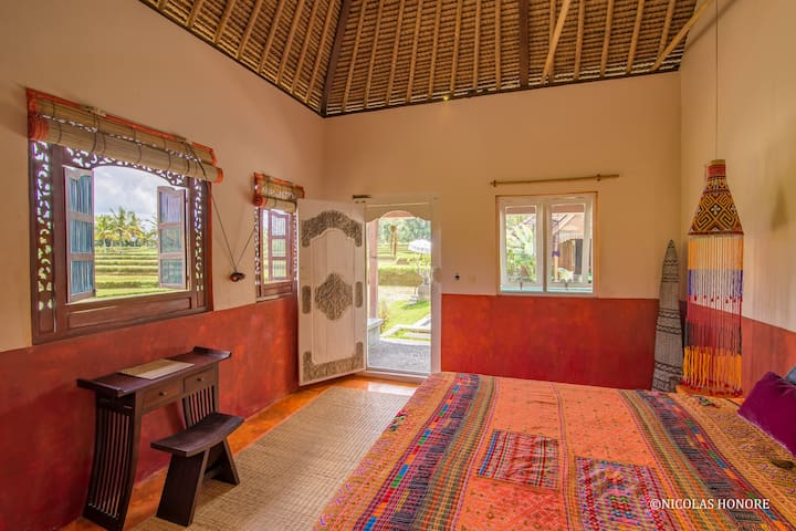 Orange Room @ Hati Padi Cottages - Payangan - Earth House
