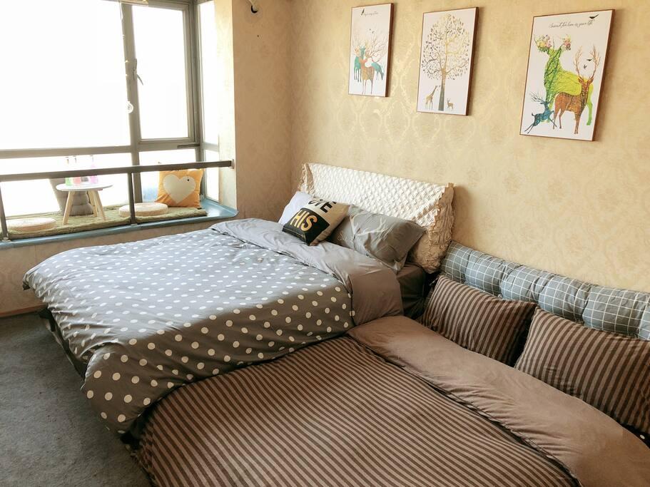 1.5米双人床+1.4米榻榻米,温馨4人行
