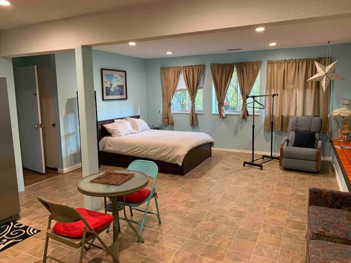 Suite Style in Peaceful Cul d Sac keyless entrance