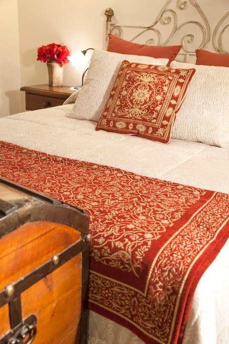 Detalle de la cama de la habitación Magnolia (205)