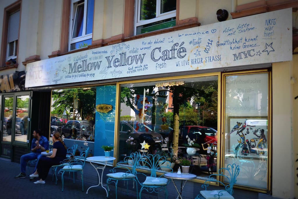 An one-day (of booking) breakfast voucher which contains a piece of cake and one coffee or tea in a cafe opposite this flat is included.