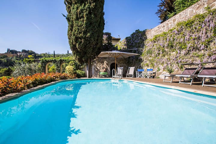 Villa with great view over Florence, pool, Wi-Fi