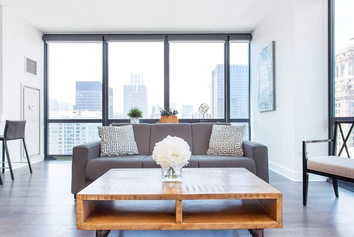 New luxury condo Apartment with Best views of the city