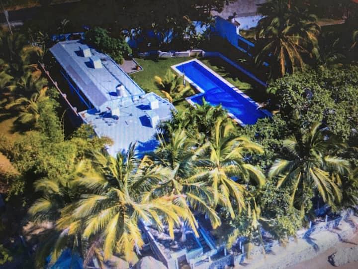 Romantic Oceanfront Playa Los Cocos Casa Blanca