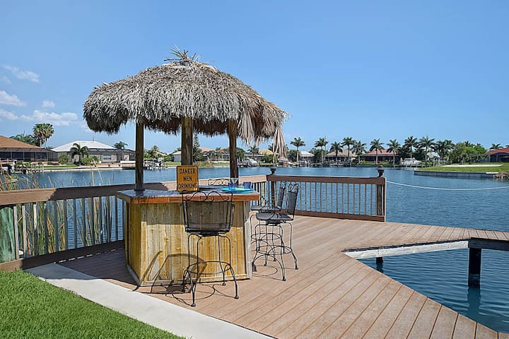 Villa Cape Tiki Southern Exposure Canal front sleeps 6 - Cape Coral - Casa