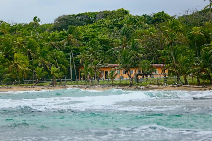 Hermosa Villa frente al Mar Caribe de Panama
