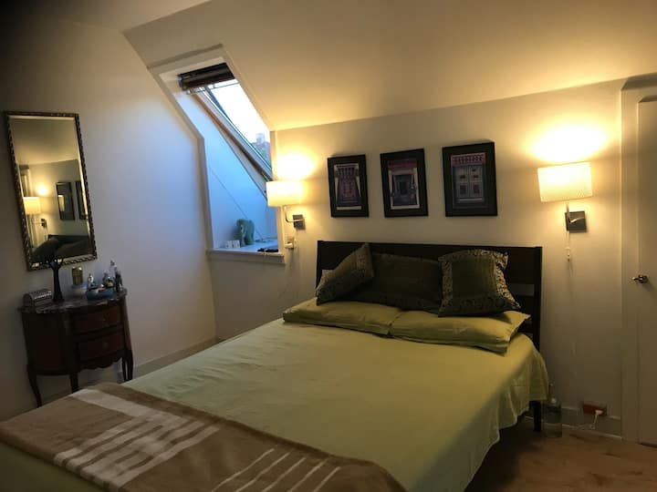 Lovely bright rooms  close to city