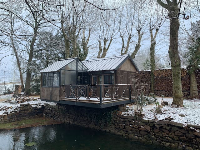 Tinny Wood House,  on the water 64Mx6M ...