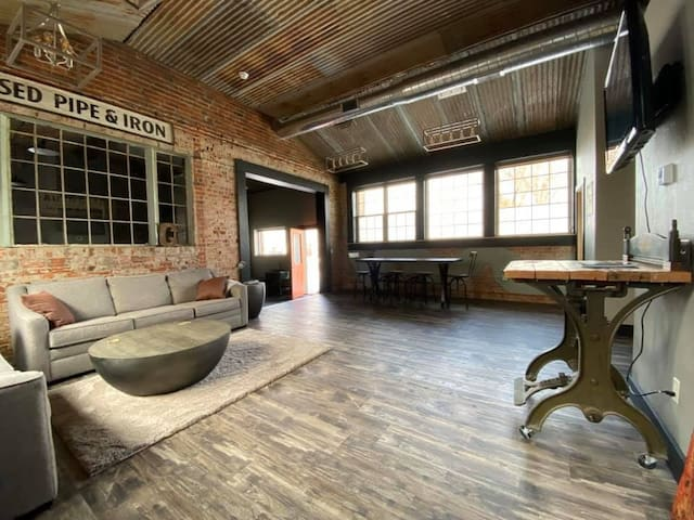 **NEW**  Downtown Sheridan renovated Loft!