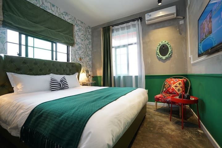2楼绿色主题大单间,此房型有多间,无特殊说明和要求,房型随机安排