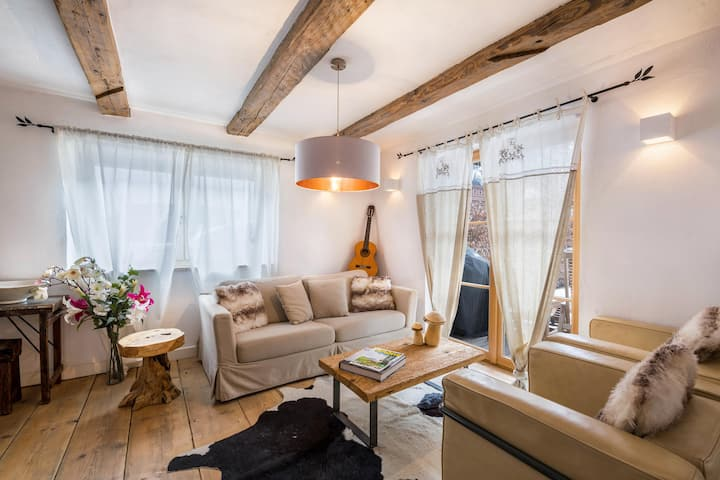 Elegant Alpenchalet with Wi-Fi, Balcony, Terraces, Whirlpool, Sauna and Mountain View; Parking Available