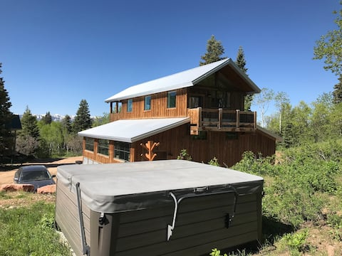 New Mountain Top Barn Loft with Forever Views!