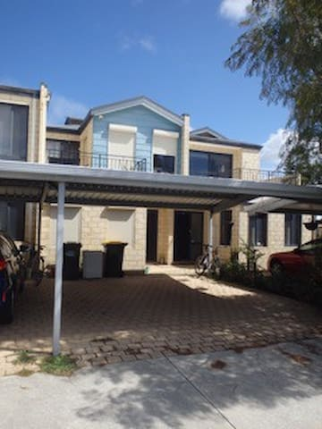 Ivy St - Your home away from home - Perth - Talo