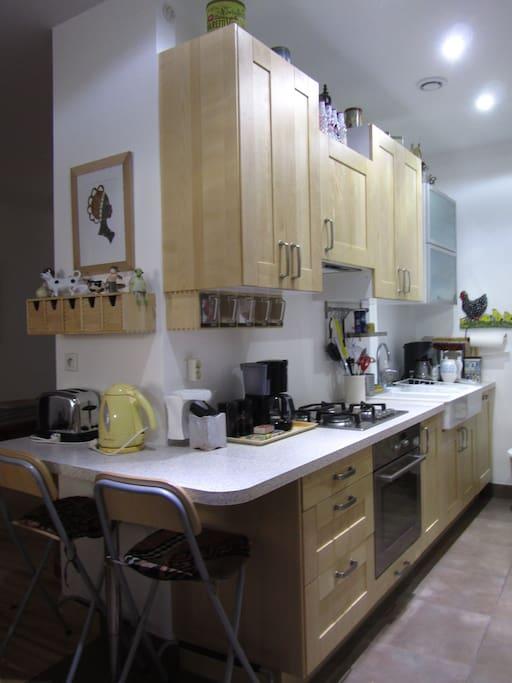 cuisine équipée, lave vaisselle, four traditionnel, four micro ondes,