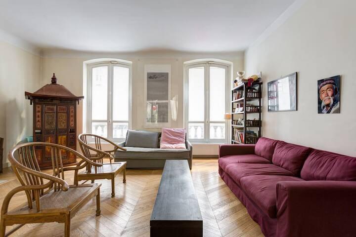 Paris 8th/ 巴黎黄金地段公寓