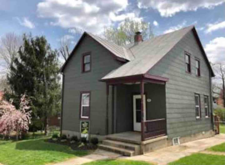 Adorable house! Walking distance from downtown.