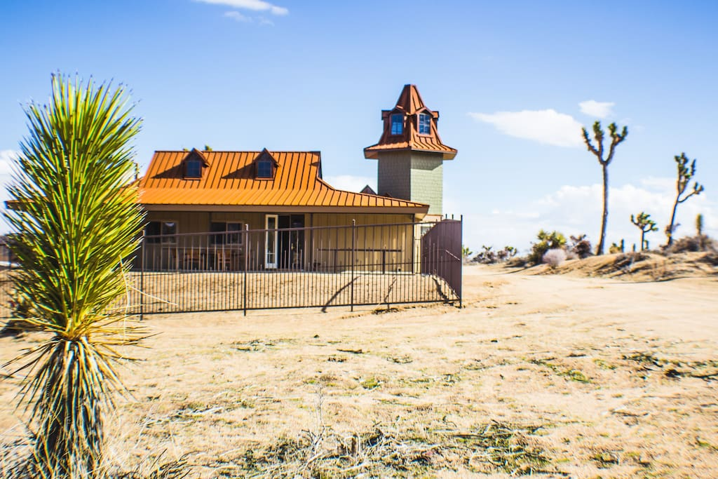 Welcome to Pioneertown Tower Ranch