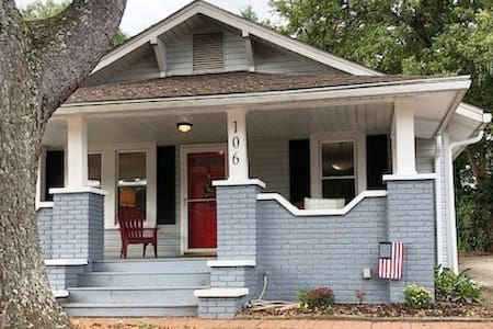 Craftsman Cottage 5 min to Downtown- Pet Friendly!