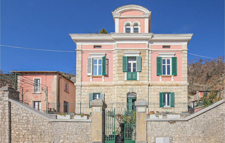 Holiday cottage with 4 bedrooms on 200m² in Roccamandolfi
