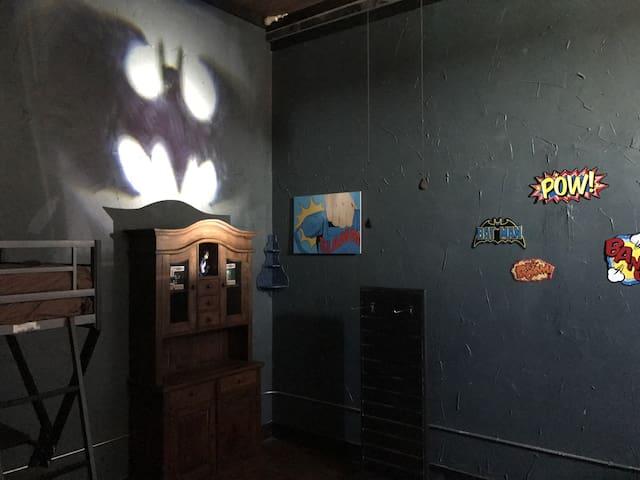 SUPERHERO HANGOUT SUITE BATMAN JLA