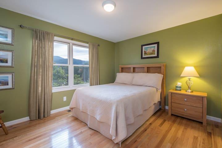 Queen guest bedroom - view 1