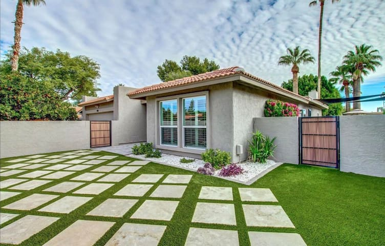 Immaculate Contemporary 2 Bed/2 Bath Home