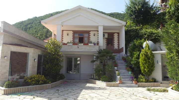 Vila Lisi Polican, Berat