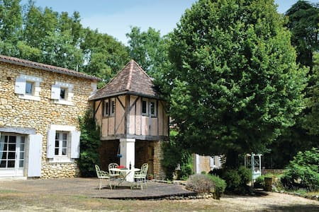 5 Bedrooms Home in St. Martin des Combes - St. Martin des Combes