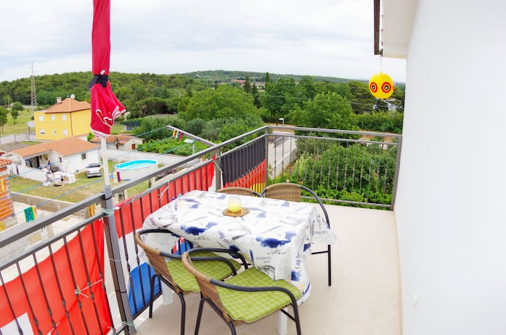 Holiday apartment Matijas A1, 600m from the beach