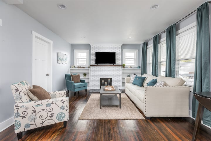 Cozy Downtown Retreat - Walkable to Everything