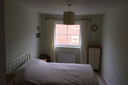 Modern, spacious double room - Andover