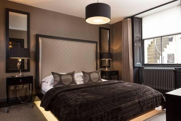 Luxury Apartment with Cinema