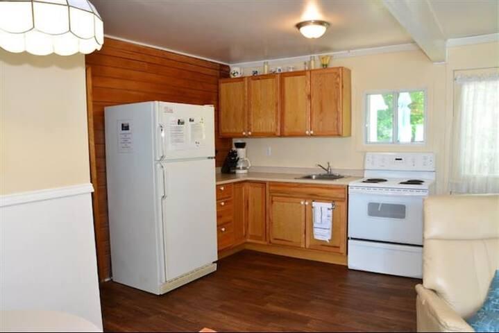 Birch Bend Cottage Resort- Beach House