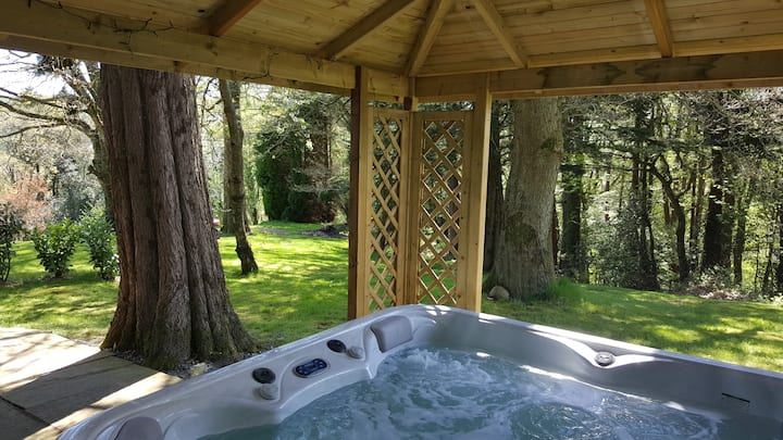 luxury Chalet,Relaxing Retreat with Jacuzzi.