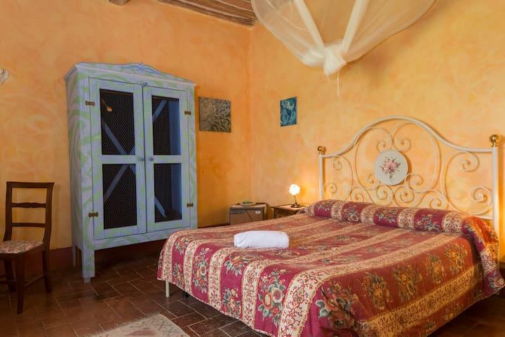 Casa d'Artista, Charming Roses Room - Torri Sovicille - Bed & Breakfast