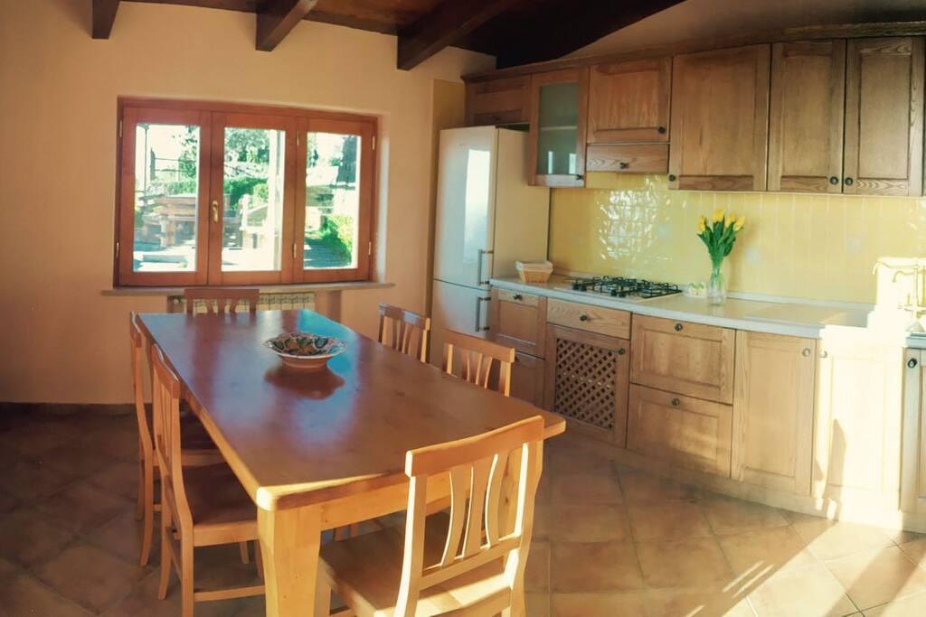 cucina interna vista mare