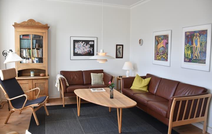 Lys og rummelig lejlighed i hjertet af Silkeborg