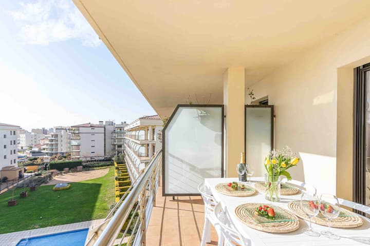 Duplex con vistas al mar. Piscina, parking y wifi.