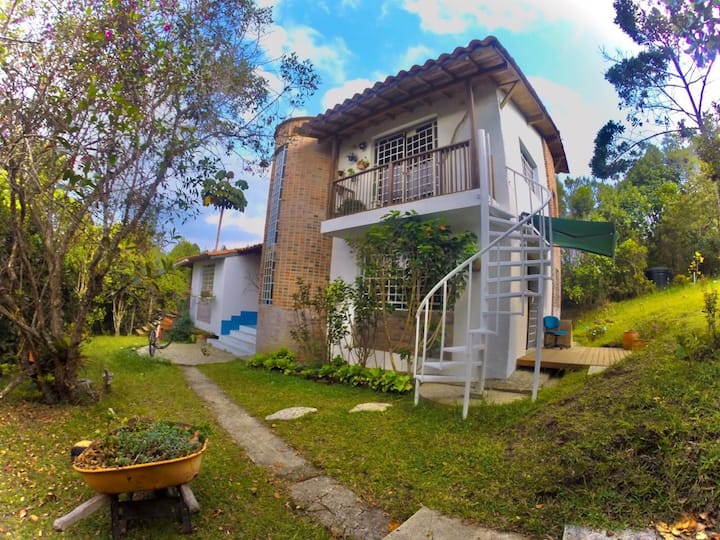 Paz entre bosques, Casa Montuna, staElena/Medellín