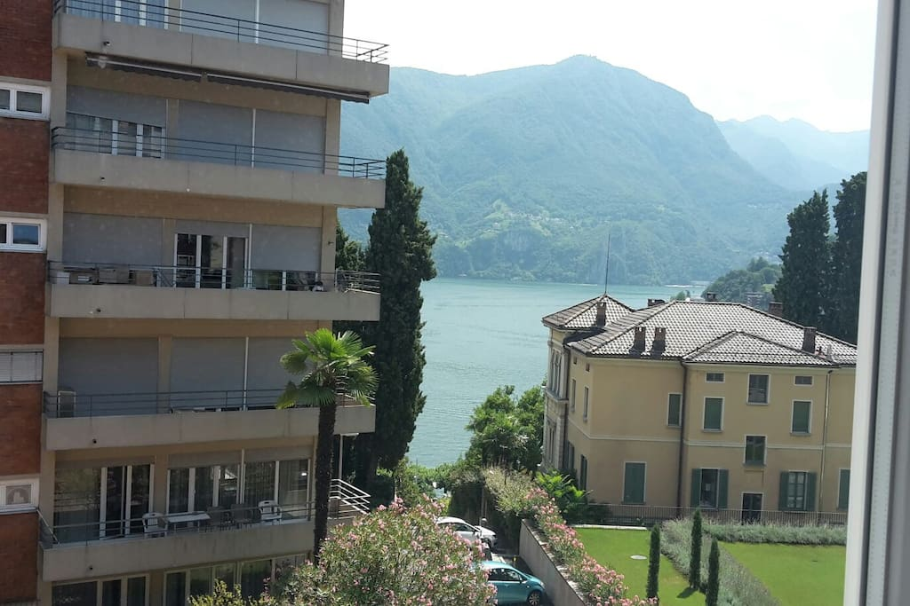 Small room in central apartment with lake view for Stanze affitto lugano