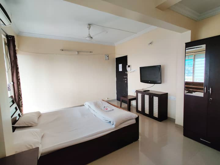 *AC studio with private kitchen & balcony*