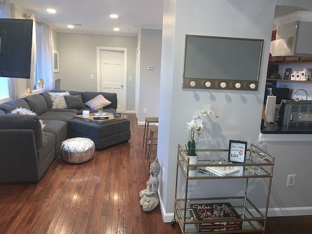COZY&GLAM 1 BED. 10 MINUTES FROM MIDTOWN MANHATTAN