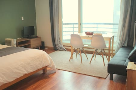 #202 Spacious for 2, near beach & airport - Jeju-si