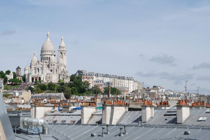 Cosy studio with view on the Sacré Coeur