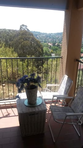 Beautiful scenic and safe apartment - Roodepoort - Apartment