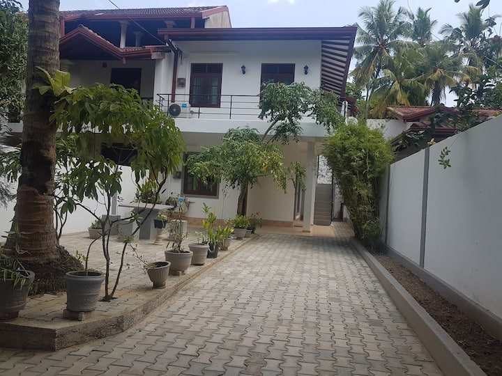 Janani Guest U- Fully A/C Luxury Apartment