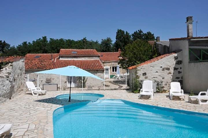 Le Cedre 5 bedroom gite with heated swimming pool