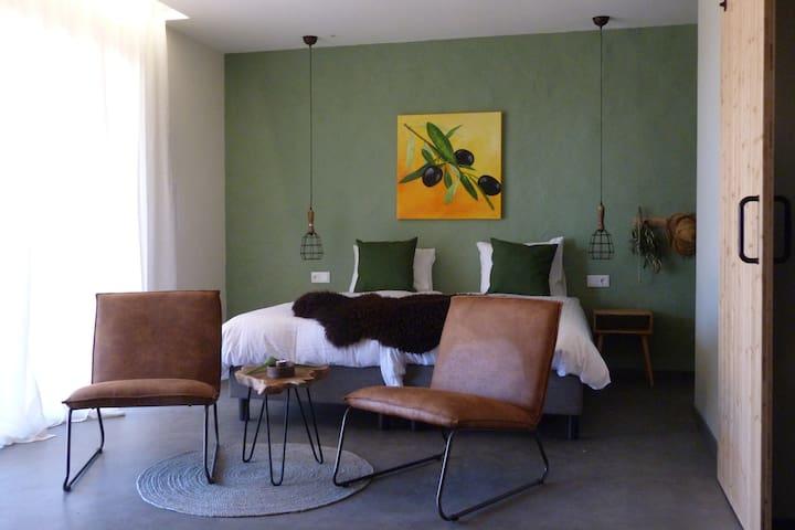 Logeren in Trendy en luxe  B&B kamer Azeitonas